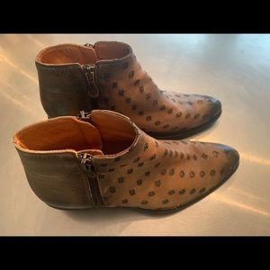 Kanna leather ankle boots